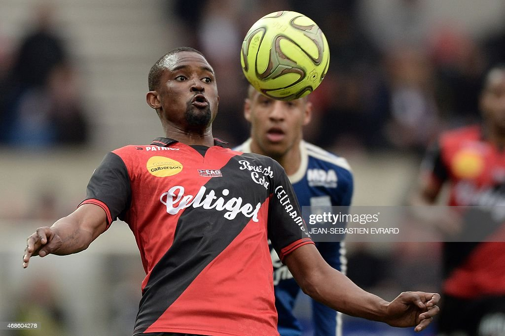 Guingamp's Senegalese midfielder Moustapha Diallo controls the ball during the French L1 football match between Guingamp and Lyon on April 4, 2015 at the Roudourou stadium in Guingamp, western of France.