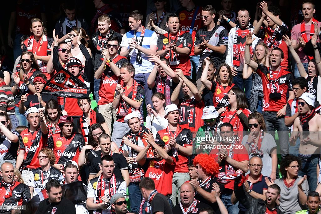 Guingamp's supporters cherre their team during a warm up prior to the French L1 football match between Rennes and Guingamp on April 12, 2015 at the route de Lorient stadium in Rennes, western France.