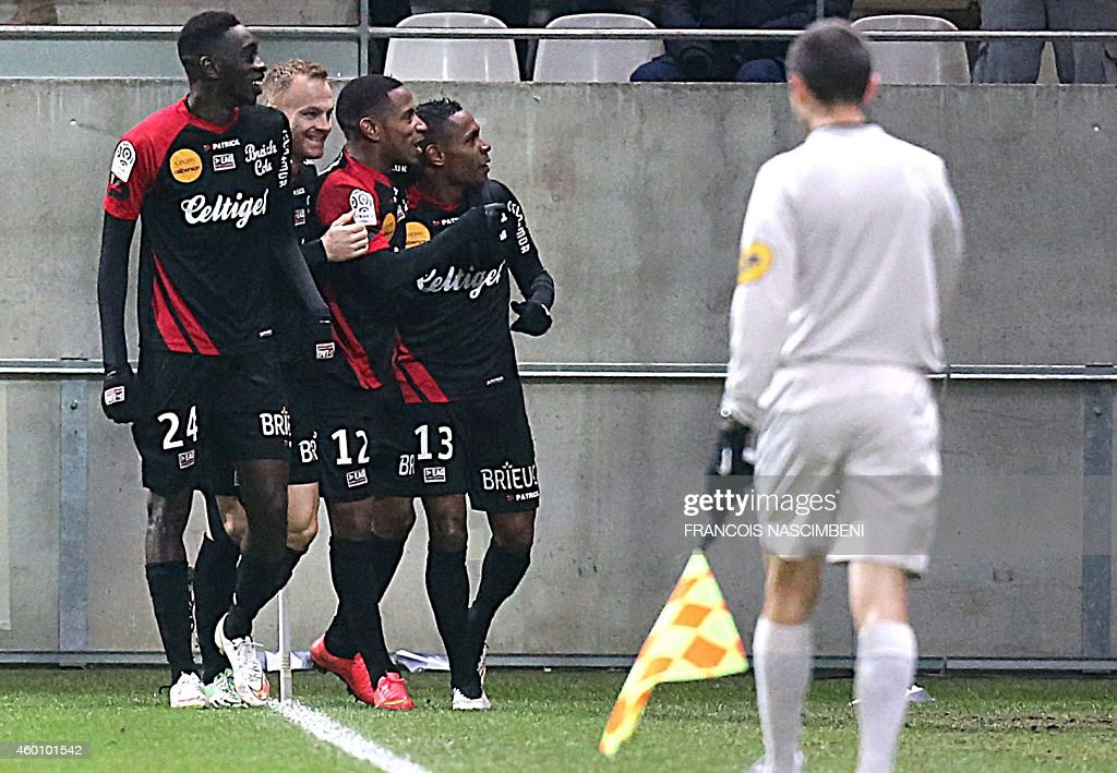 Guingamp's teammates celebrate after Guingamp's French forward Christophe Mandanne scored a goal during the French L1 football match Stade de Reims...
