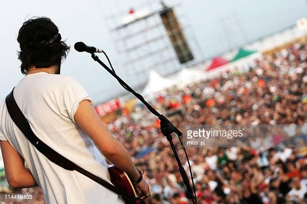 Joueur de guitare en action