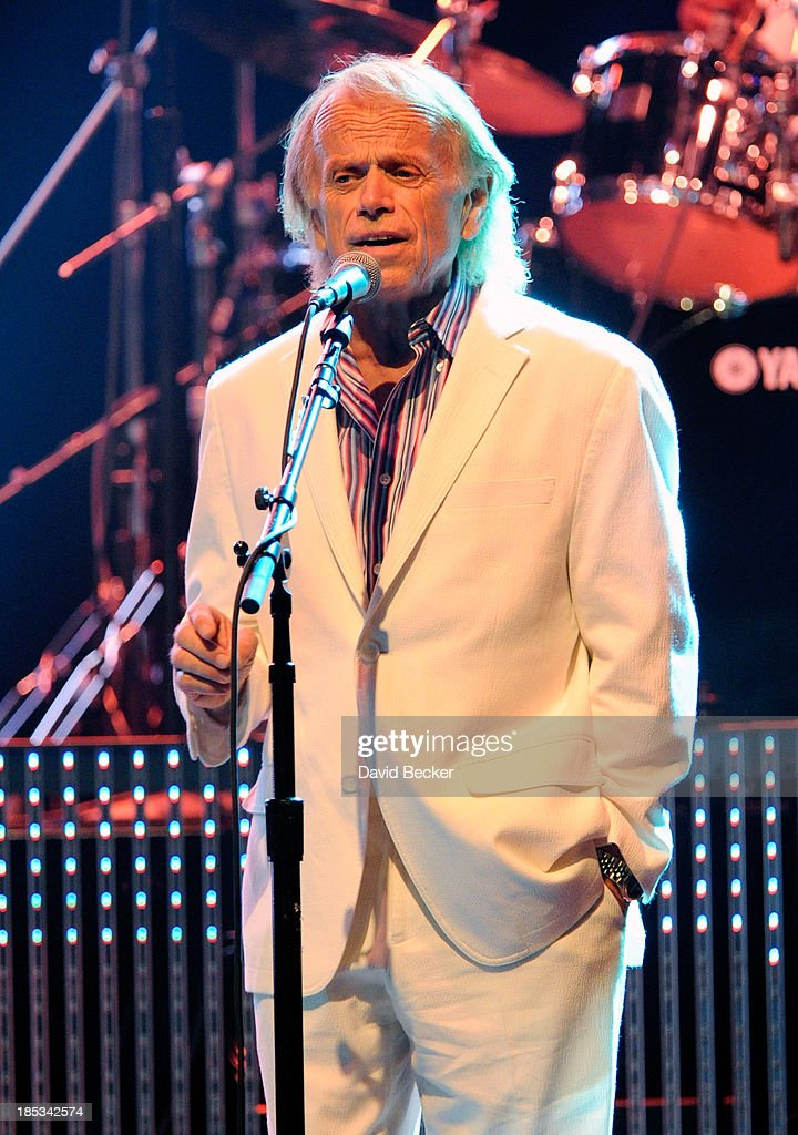 Guitarist <a gi-track='captionPersonalityLinkClicked' href=/galleries/search?phrase=Al+Jardine&family=editorial&specificpeople=224030 ng-click='$event.stopPropagation()'>Al Jardine</a> performs at The Pearl concert theater at the Palms Casino Resort on October 18, 2013 in Las Vegas, Nevada.