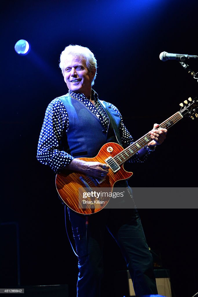 Guitarist <a gi-track='captionPersonalityLinkClicked' href=/galleries/search?phrase=Don+Felder&family=editorial&specificpeople=640659 ng-click='$event.stopPropagation()'>Don Felder</a> performs at Prudential Center on June 26, 2014 in Newark, New Jersey.