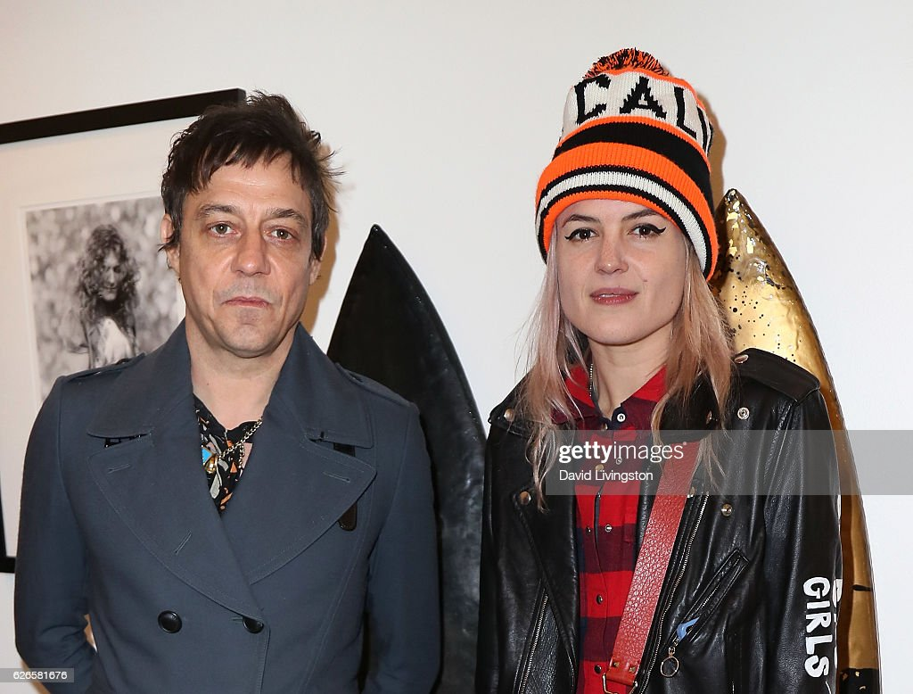 Guitarist Jamie Hince (L) and singer Alison Mosshart of The Kills attend Artists with Animals at RonRobinson on November 29, 2016 in Santa Monica, California.