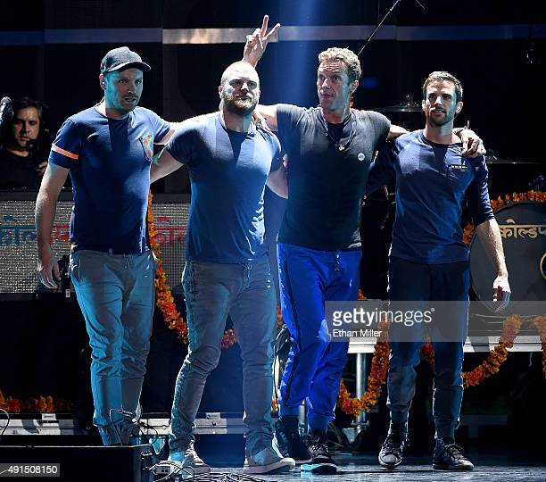 Guitarist Jonny Buckland drummer Will Champion frontman Chris Martin and bassist Guy Berryman of Coldplay take a bow after performing at the 2015...