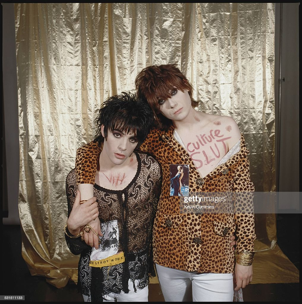 Guitarist Richey James Edwards (left) and bassist Nicky Wire of Welsh alternative rock group the Manic Street Preachers, May 1991.