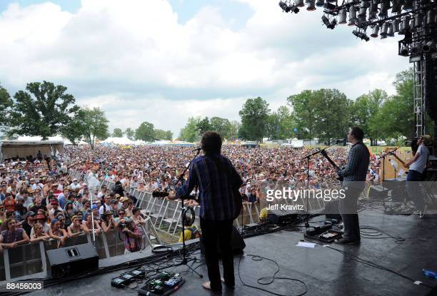 Guitarist Tom Gray Vocalistguitarist Ben Ottewell and Bassist Paul Backburn of Gomez performs on stage during Bonnaroo 2009 on June 12 2009 in...