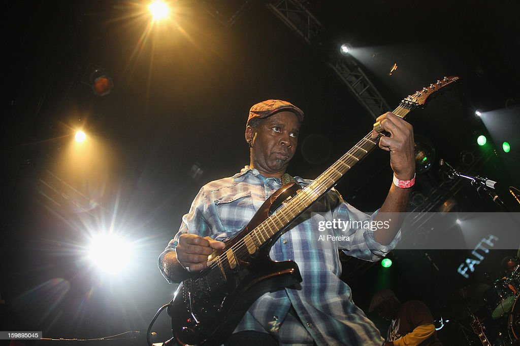 Guitarist <a gi-track='captionPersonalityLinkClicked' href=/galleries/search?phrase=Vernon+Reid&family=editorial&specificpeople=626078 ng-click='$event.stopPropagation()'>Vernon Reid</a> and Living Colour performs during The Million Man Mosh II at the Highline Ballroom on January 21, 2013 in New York City.