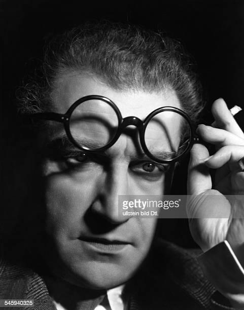 Guitry Sacha *21021885Schauspieler Regisseur Autor Frankreich Portrait mit einer Widmung an die Berliner Zeitung'BZ am Mittag' 1936
