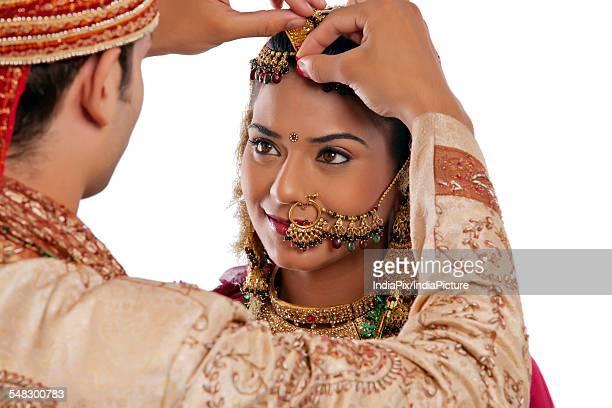 Gujarati groom putting sindoor on brides forehead