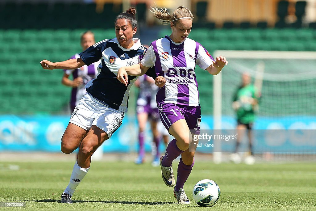 Gulcan Koca of the Victory and Marianna Tabain of the Glory contest for the ball during the W-League Semi Final match between Perth Glory and Melbourne Victory at nib Stadium on January 20, 2013 in Perth, Australia.
