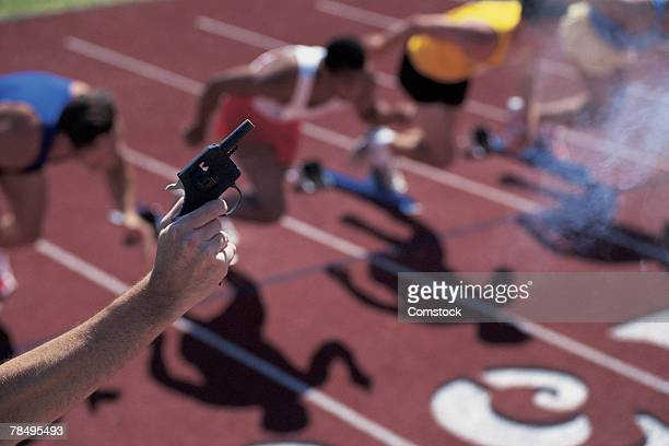 Gun starting track race