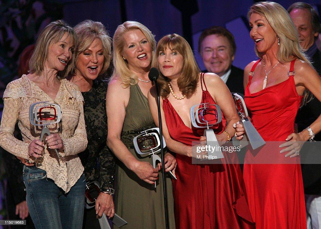 Gunilla Hutton, Marianne Gordon Rogers, Misty Rowe, Barbi Benton, Roy Clark, Linda Thompson and Jon Hager, winners Entertainers Award for 'Hee Haw'
