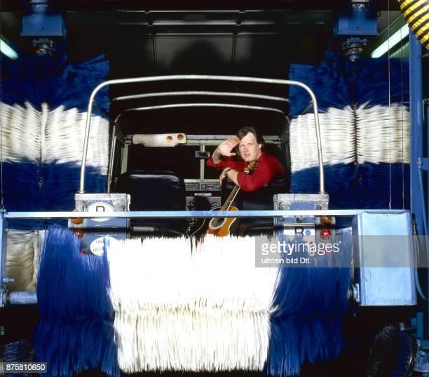 Gunter Gabriel in der AutoWaschanlage Fotosession zur LP 'Waschecht'