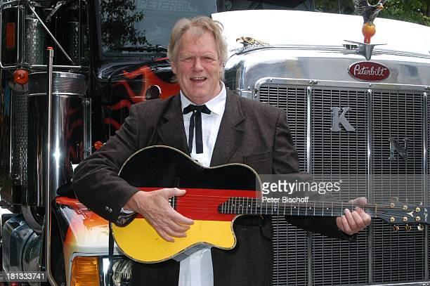 Gunter Gabriel Truck Store Niebel Schloß HolteStukenbrock Deutschland ProdNr 1113/2006 amerikanischer Truck Gitarre Countrysänger Sänger