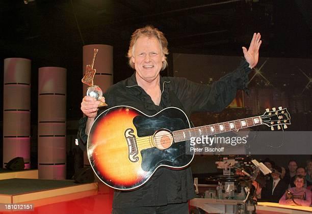 Gunter Gabriel Verleihung 11 'Country Music Award' Erfurt 'Erfurter Messehalle' Bühne Preis Auszeichnung Musiker Musikinstrument Gitarre Publikum