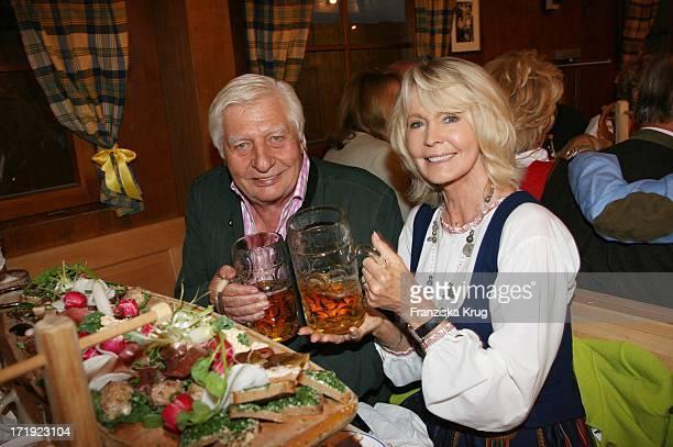 Gunter Sachs Und Ehefrau Mirja Im Schützenfestzelt Beim Oktoberfest In München