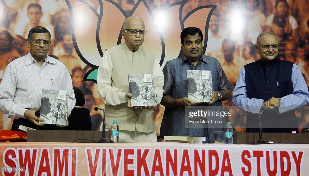 'NEW DELHI, INDIA- OCTOBER 20: S. Gurumurthi, Senior BJP leader LK Advani with party President Nitin Gadkari, and BJP National spokespersons Balbir punj releases ''Atal Dairy 2013'' during a talk on ''Globalisation and Indian Society'' organized by Swami Vivekananda Study Circle at Ashoka Road on October 20, 2012 in New Delhi, India. ( Photo By Sonu Mehta/Hindustan Times via Getty Images)'
