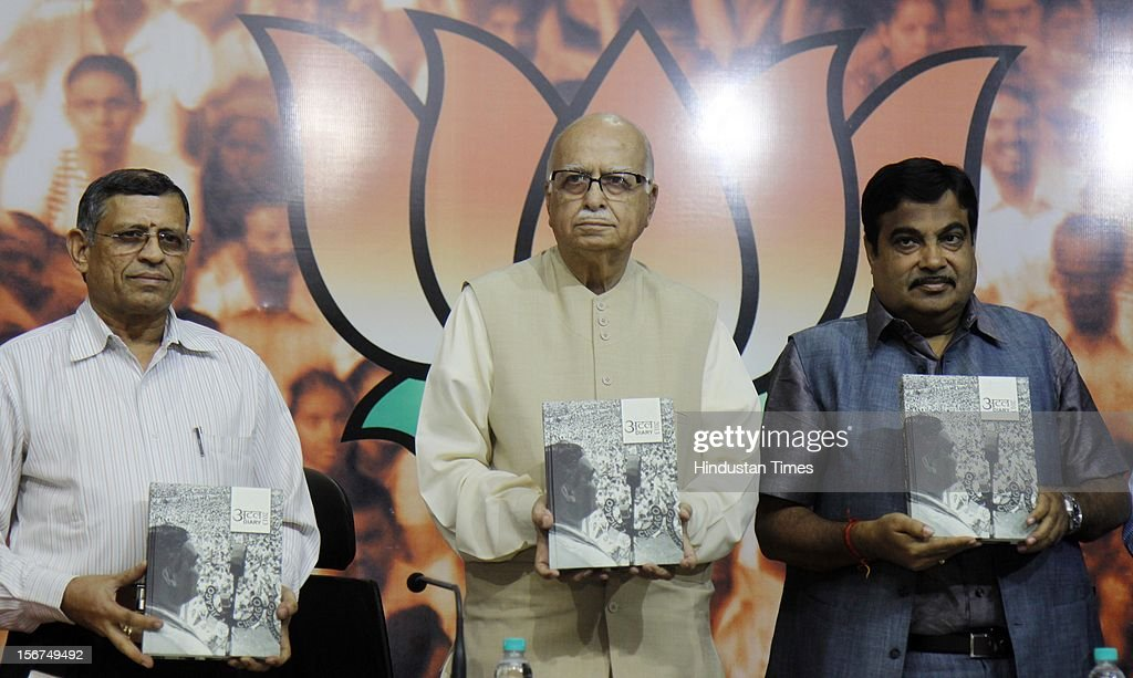 'NEW DELHI, INDIA- OCTOBER 20: S. Gurumurthi, Senior BJP leader LK Advani with party President Nitin Gadkari releases ''Atal Dairy 2013'' during a talk on ''Globalisation and Indian Society'' organized by Swami Vivekananda Study Circle at Ashoka Road on October 20, 2012 in New Delhi, India. ( Photo By Sonu Mehta/Hindustan Times via Getty Images)'
