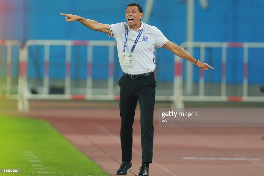 Gus Poyet, head coach of Shanghai Shenhua, speaks to his players during the 17th round match of 2017 Chinese Football Association Super League (CSL) between Tianjin Quanjian and Shanghai Shenhua at Haihe Educational Football Stadium on July 16, 2017 in Tianjin, China.