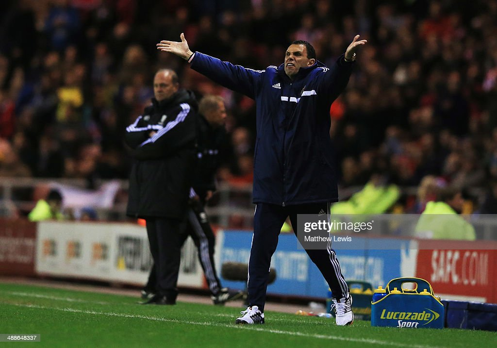 Gus Poyet manager of Sunderland reacts as <a gi-track='captionPersonalityLinkClicked' href=/galleries/search?phrase=Pepe+Mel&family=editorial&specificpeople=3667674 ng-click='$event.stopPropagation()'>Pepe Mel</a> manager of West Bromwich Albion looks on during the Barclays Premier League match between Sunderland and West Bromwich Albion at Stadium of Light on May 7, 2014 in Sunderland, England.