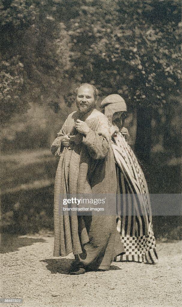 <a gi-track='captionPersonalityLinkClicked' href=/galleries/search?phrase=Gustav+Klimt&family=editorial&specificpeople=98921 ng-click='$event.stopPropagation()'>Gustav Klimt</a> and <a gi-track='captionPersonalityLinkClicked' href=/galleries/search?phrase=Emilie+Floege&family=editorial&specificpeople=2017051 ng-click='$event.stopPropagation()'>Emilie Floege</a> in dresses, presumably designed by Kolo Moser. Garden of Klimt?s studio, Vienna, about 1905/06. Vintage print. 18,3 : 15,1 cm on 40,5 : 30 cm (cardboard). (Photo by Imagno/Getty Images) [<a gi-track='captionPersonalityLinkClicked' href=/galleries/search?phrase=Gustav+Klimt&family=editorial&specificpeople=98921 ng-click='$event.stopPropagation()'>Gustav Klimt</a> und <a gi-track='captionPersonalityLinkClicked' href=/galleries/search?phrase=Emilie+Floege&family=editorial&specificpeople=2017051 ng-click='$event.stopPropagation()'>Emilie Floege</a> in einem wahrscheinlich von Kolo Moser entworfenen Reformkleid im Garten von Klimts Atelier in Wien VIII. Um 1905/06. Photogravuere (vintage print). 18,3 : 15,1 cm auf 40,5 : 30 cm (Karton).]