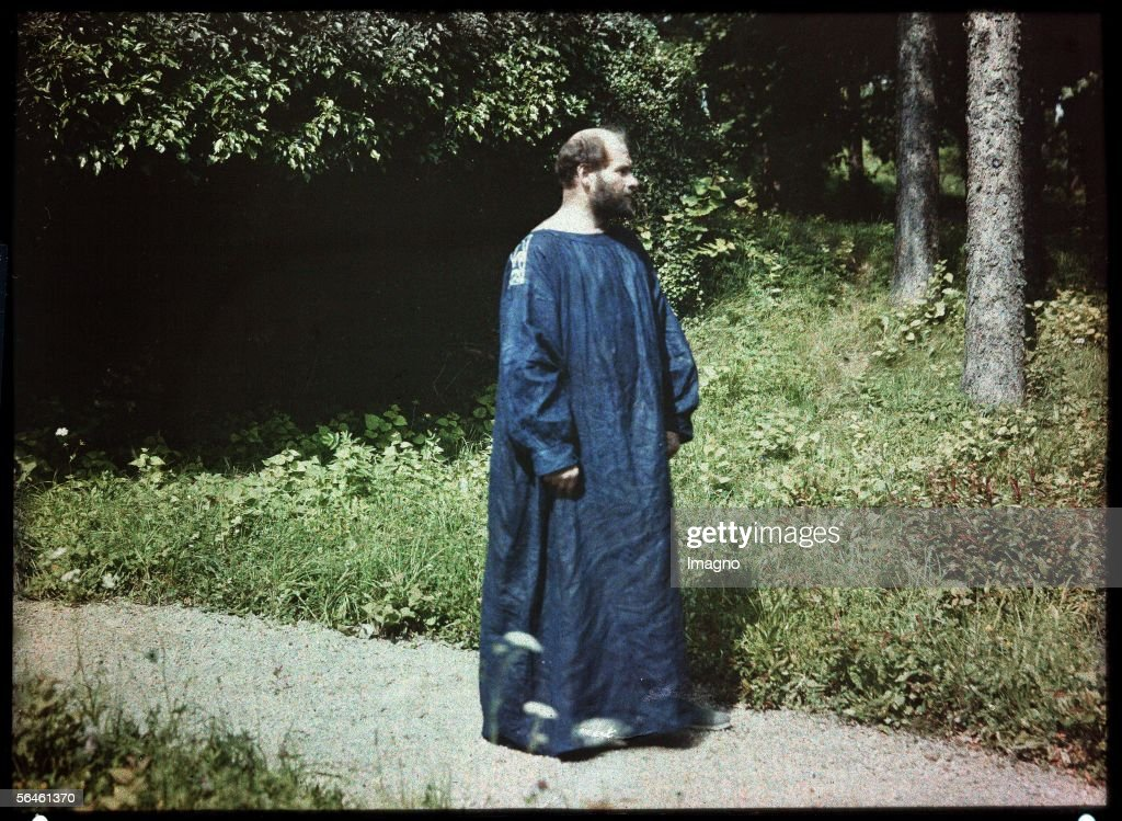 <a gi-track='captionPersonalityLinkClicked' href=/galleries/search?phrase=Gustav+Klimt&family=editorial&specificpeople=98921 ng-click='$event.stopPropagation()'>Gustav Klimt</a> at the Atter lake. Lumiere-Autochrome-plate by Friedrich Walker. Cut-out. Austria. About 1910. (Photo by Imagno/Getty Images) [<a gi-track='captionPersonalityLinkClicked' href=/galleries/search?phrase=Gustav+Klimt&family=editorial&specificpeople=98921 ng-click='$event.stopPropagation()'>Gustav Klimt</a> am Attersee. Lumiere-Autochrome-Platte von Friedrich Walker. Ausschnitt. oesterreich. Um 1910.]