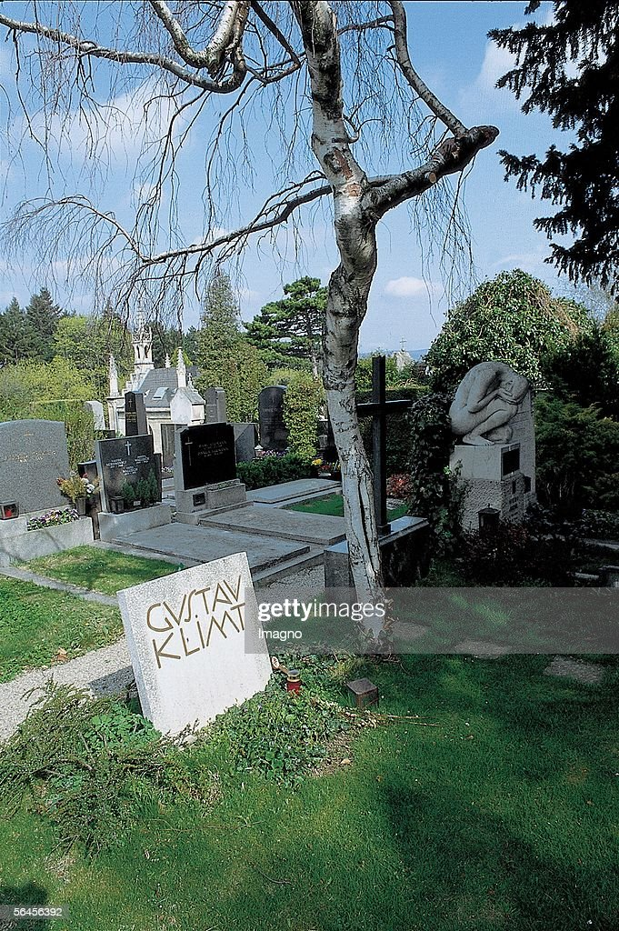 Gustav Klimt's Grave on Hietzing cemetery (Group 5, Number 194/5) in Vienna XIII., Maxingstrasse 15). Photography. 1995. (Photo by Imagno/Getty Images) [Grab Gustav Klimts auf dem Hietzinger Friedhof (Gruppe 5, Nummer 194/5) in Wien XIII., Maxingstrasse 15). Photographie. 1995.]