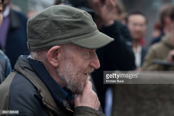 Gustav Metzger watching the acid action painting unfold on the South Bank October 14 2006 London United Kingdom The reenactment of Acid Action...