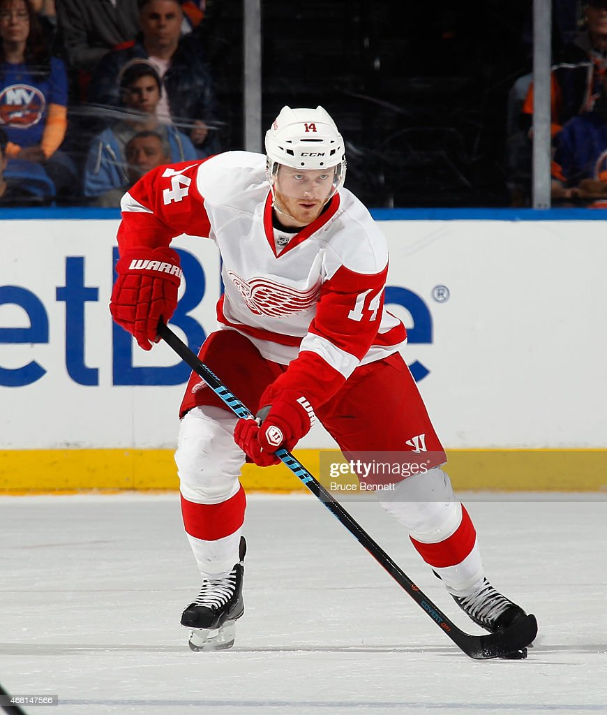 Gustav Nyquist of the Detroit Red Wings skates against the New York Islanders at the Nassau Veterans Memorial Coliseum on March 29 2015 in Uniondale...