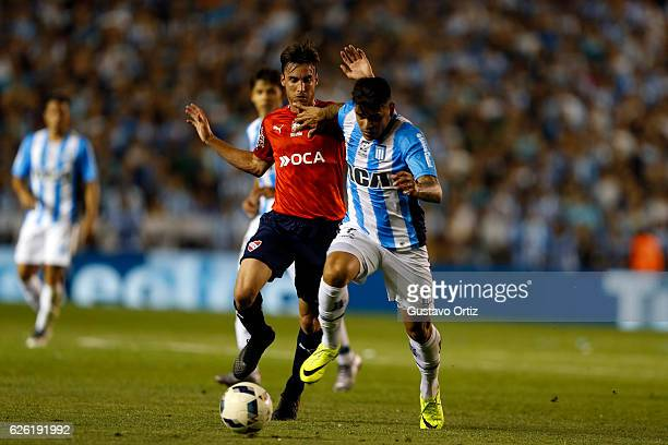 Gustavo Bou of Racing Club and Juan Manuel Sanchez Mino of Independiente during a match between Racing Club and Independiente as part of Torneo...
