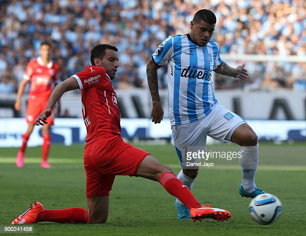 Gustavo Bou of Racing Club dribbles past Jorge Ortiz of Independiente during a second leg match between Independiente and Racing Club as part of Pre...