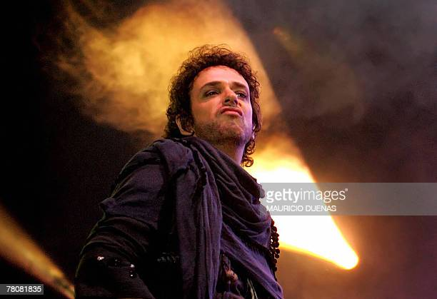 Gustavo Cerati of Argentina's rock band Soda Stereo performs during their 2007 Tour 'Me Veras Volver' concert 24 November 2007 in Bogota AFP...