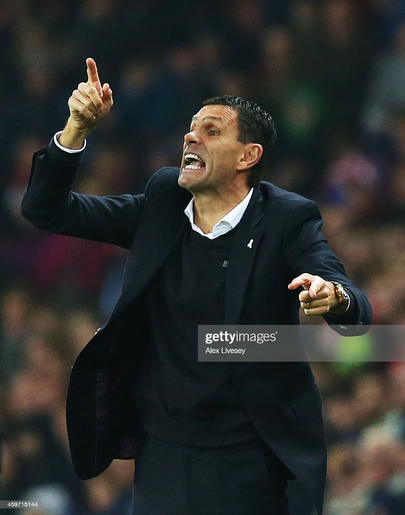 <a gi-track='captionPersonalityLinkClicked' href=/galleries/search?phrase=Gustavo+Poyet&family=editorial&specificpeople=227352 ng-click='$event.stopPropagation()'>Gustavo Poyet</a> manager of Sunderland during the Barclays Premier League match between Sunderland and Chelsea at Stadium of Light on November 29, 2014 in Sunderland, England.