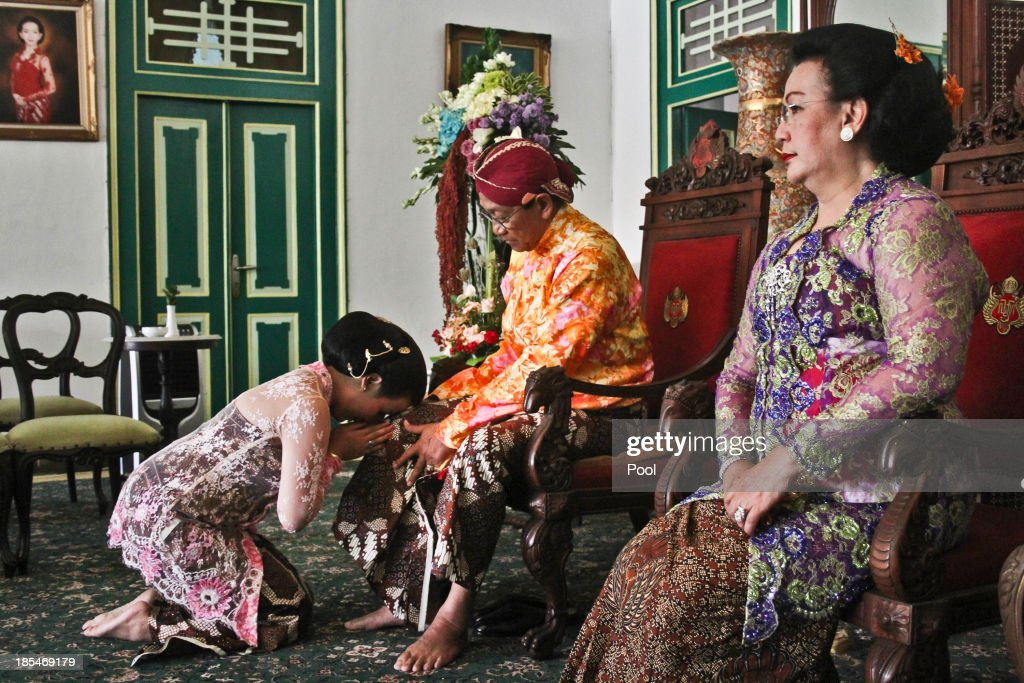 Gusti Ratu Kanjeng Hayu, asks for blessing from her father Sultan Hamengkubuwono X and Gusti Kanjeng Ratu Hemas at Kraton Palace as part of the Royal Wedding Held For Sultan Hamengkubuwono X's Daughter Gusti Ratu Kanjeng Hayu And KPH Notonegoro on October 21, 2013 in Yogyakarta, Indonesia. Wedding celebrations will take place October 21-23 October. The wedding parade will include 12 royal horse drawn carriages and will be streamed live on the internet so that it can be watched by people all over the world.