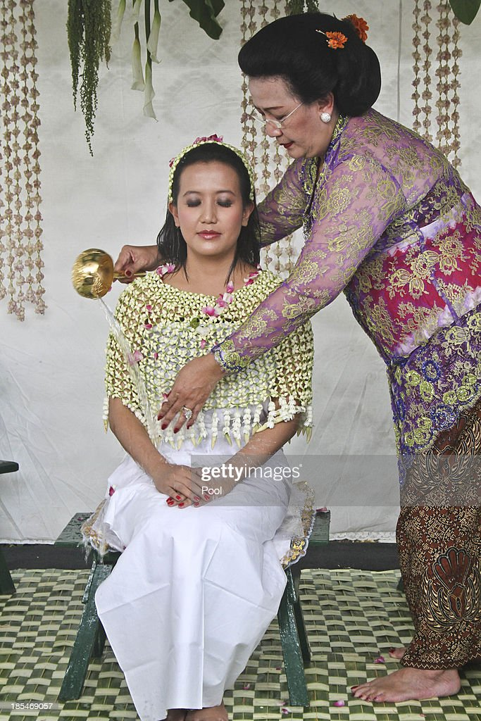 Gusti Ratu Kanjeng Hayu, is bathed by her mother Gusti Kanjeng Ratu Hemas, during Bathe Ritual, know as 'Siraman' Ritual in Bangsal Keputren at Kraton Palace as part of the Royal Wedding Held For Sultan Hamengkubuwono X's Daughter Gusti Ratu Kanjeng Hayu And KPH Notonegoro on October 21, 2013 in Yogyakarta, Indonesia. Wedding celebrations will take place October 21-23 October. The wedding parade will include 12 royal horse drawn carriages and will be streamed live on the internet so that it can be watched by people all over the world.