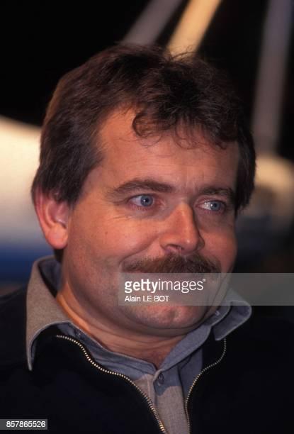 Guy Delage presente son projet de traversee de l'Atlantique a la nage en solitaire sans assistance le 22 octobre 1994 a Nantes France