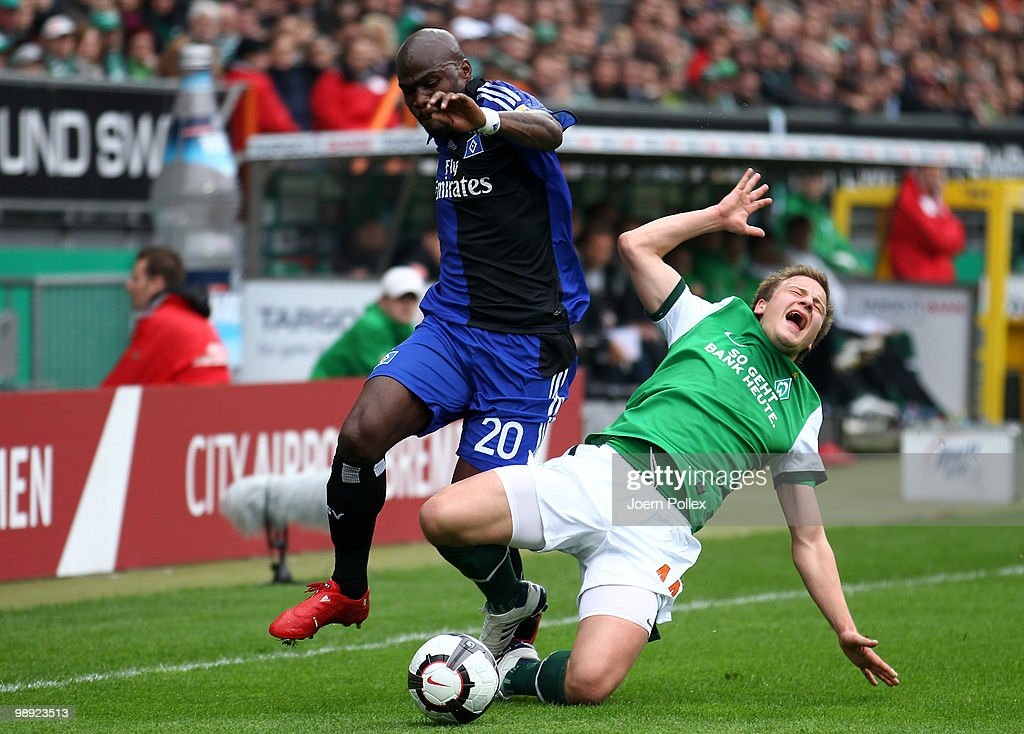 Guy Demel (L) of Hamburg and Philipp Bargfrede of Bremen battle for the ball during the Bundesliga match between SV Werder Bremen and Hamburger SV at Weser Stadium on May 8, 2010 in Bremen, Germany.