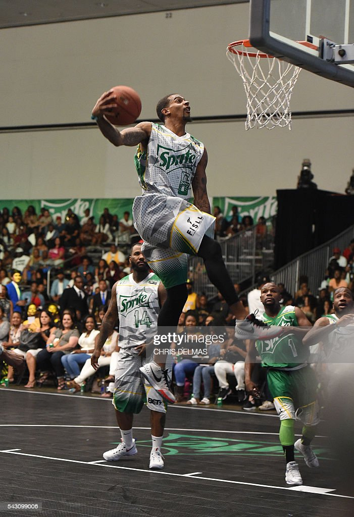 Guy Dupuy participtes in the Celebrity Basketball Game at BET Experience at the Convention Center in Los Angeles, on June 25, 2016. / AFP / CHRIS