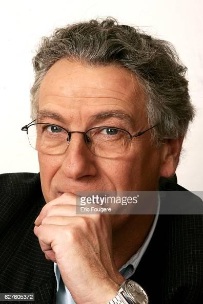 Guy Konopnicky on the set of TV show 'Piques et Polemiques'