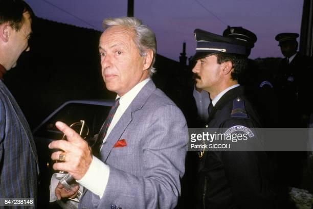 Guy Lux arrive au tribunal pour escroquerie le 27 avril 1988 a Grasse France