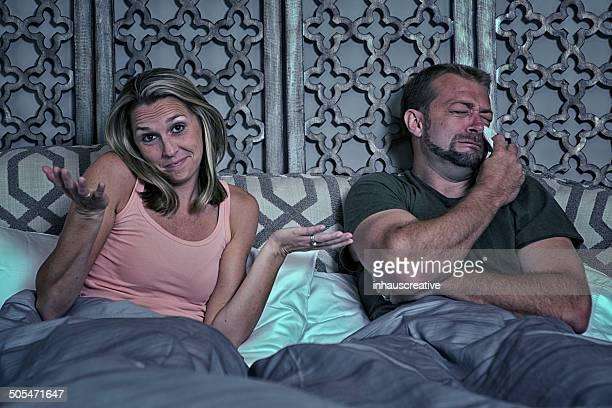 Guy no satisfechos con su rendimiento de un dormitorio