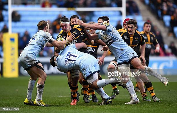Guy Thompson of Wasps is tackled by Ryan Bower of Worcester Warriors during the Aviva Premiership match between Wasps and Worcester Warriors at Ricoh...