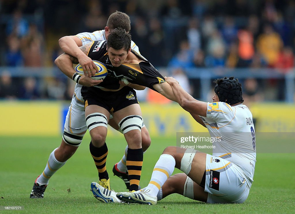 Guy Thompson of Wasps is tackled by Semisi Taulava and <a gi-track='captionPersonalityLinkClicked' href=/galleries/search?phrase=Mike+Williams+-+Rugby+Player&family=editorial&specificpeople=15143061 ng-click='$event.stopPropagation()'>Mike Williams</a> of Worcester during the Aviva Premiership match between London Wasps and Worcester Warriors at Adams Park on September 28, 2013 in High Wycombe, England.