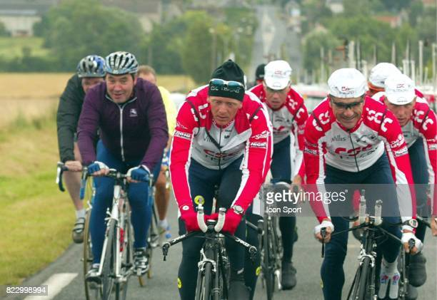 Guy VERHOFSTADT / Eddy MERCKX / Laurent JALABERT / Paul VAN HYFTE Tour de France 2002 Epernay / Chateau Thierry