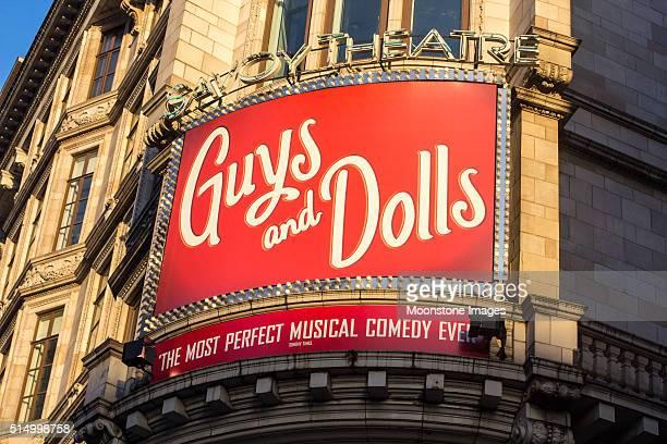 Jungs und Puppen im Savoy Theater, London