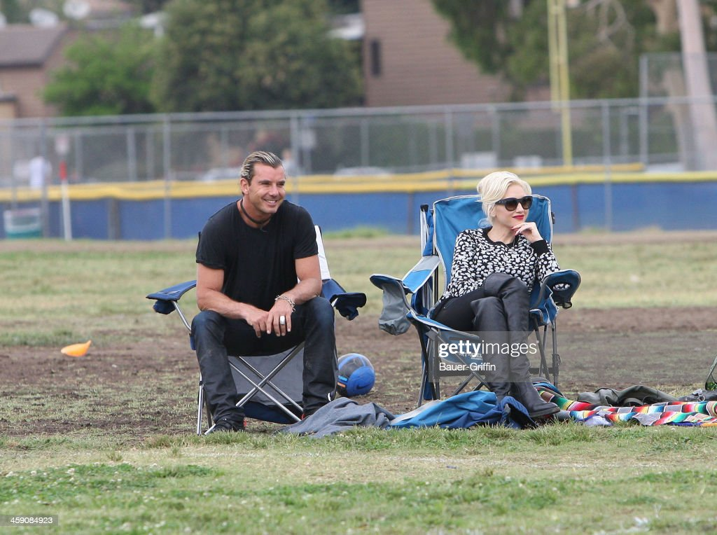 Gwen Stefani and Gavin Rossdale watch Kingston play soccer in Studio City on September 21, 2013 in Los Angeles, California.