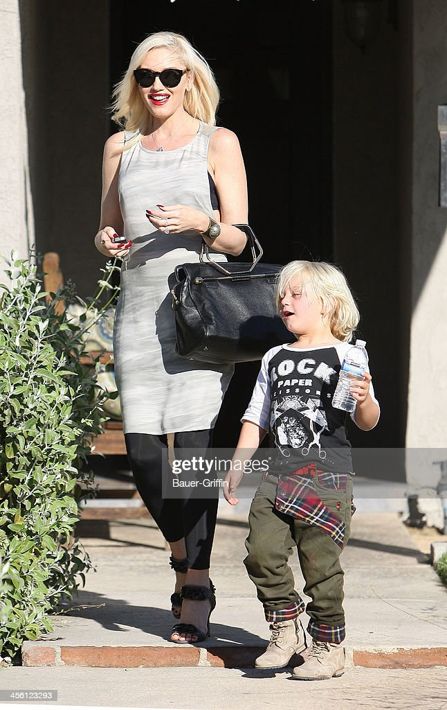 <a gi-track='captionPersonalityLinkClicked' href=/galleries/search?phrase=Gwen+Stefani&family=editorial&specificpeople=156423 ng-click='$event.stopPropagation()'>Gwen Stefani</a> carries a gift as she and Zuma go to a party on September 28, 2013 in Los Angeles, California.