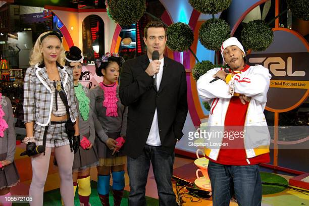 Gwen Stefani Carson Daly and Ludacris during Gwen Stefani and Ludacris Visit MTV's 'TRL' November 12 2004 at MTV Studios in New York City NY United...