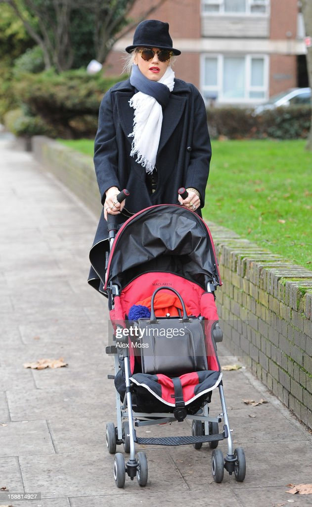 Gwen Stefani is seen in Primrose Hill on December 30, 2012 in London, England.