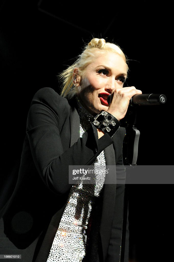 <a gi-track='captionPersonalityLinkClicked' href=/galleries/search?phrase=Gwen+Stefani&family=editorial&specificpeople=156423 ng-click='$event.stopPropagation()'>Gwen Stefani</a> performs at No Doubt in Concert at Gibson Amphitheatre on November 24, 2012 in Universal City, California.